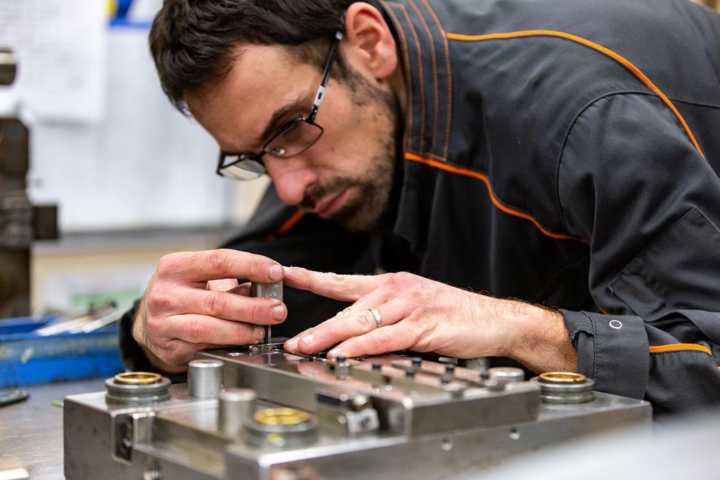 Fabrication et maintenance d'outils de découpe chez SOPIL à Pirey près de Besançon